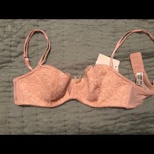NWT b.tempted by Wacoal Ciao Bella balconet bra